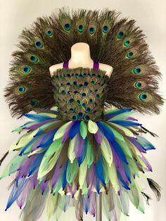 New Black Bird Costume Peacock Feathers 53 Ideas Peacock Flower Girl, Peacock Tutu, Feather Tutu, Flower Girls, Peacock Feathers, Peacock Halloween Costume, Bird Costume, Halloween Costumes, Costume Dress