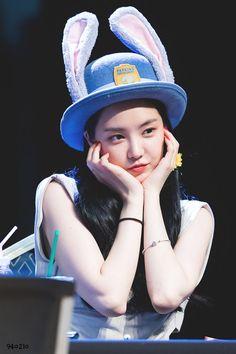 Son Na Eun - Hongdae Fan sign event Son Na Eun, Apink Naeun, Hongdae, Cube Entertainment, No One Loves Me, K Idols, Girl Group, My Girl, Cute Girls
