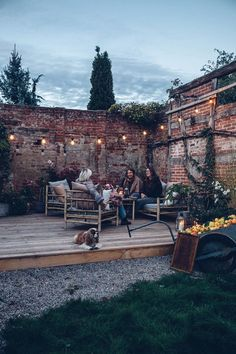 Our new Terrace in the Countryside - Our Food Stories Small Courtyard Gardens, Small Courtyards, Back Gardens, Outdoor Gardens, Modern Gardens, Garden Modern, Small Gardens, Backyard Garden Design, Small Backyard Landscaping