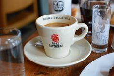 Kaffee im Dellago am Yppenplatz in 1160 Wien.   Coffee at Dellago Yppenplatz, 1160 Vienna.