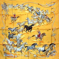 """Foulard carré de soie Hermès """"Les Mustangs"""" coloris jaune, par Robert Dallet, première édition de 1993."""