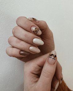 Nail art with animal print - ChicLadies. Nail Design Stiletto, Nail Design Glitter, Love Nails, How To Do Nails, My Nails, Queen Nails, Pointy Nails, Minimalist Nails, Disney Nails