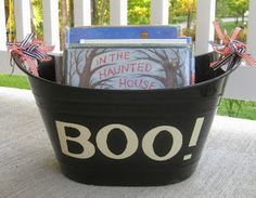 Halloween Book Countdown. Read one pumpkin or Halloween-themed book every day in October until Halloween. Suggestions for books are included. Love the cute book bucket!