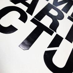 Tapa dura con folia negra brillante 👌!! #print #impresiondigital #impresión #impresiónoffset #folia #cuño #diseño #diseñografico #diseñoeditorial #felizjueves #tapadura #aimpresores