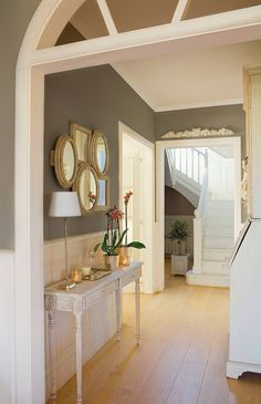 Feng Shui - Apartment Entrance and Mapping Your Life - Feng Shui Home Designs Hallway Decorating, Interior Decorating, Feng Shui Apartment, Apartment Entrance, Modern Entryway, Patio Interior, Entry Foyer, Modern Interior Design, Home And Living