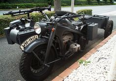 Someone has outfitted their motorcycle is now ready for war:) Ural Bike, Ural Motorcycle, Cool Motorcycles, Vintage Bikes, Armored Vehicles, My Ride, Cool Bikes, Hot Cars, Military Vehicles