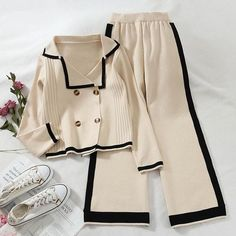Girl Outfits, Fashion Outfits, Moda Casual, Loose Sweater, Pullover, Elegant Woman, Wide Leg Pants, Casual Pants, Double Breasted