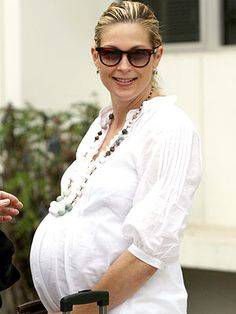 Kelly Rutherford maternity style