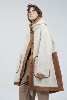 Mens Minimalist Fashion - My Minimalist Living Fashion Details, Love Fashion, Fashion Outfits, Womens Fashion, Fashion Design, Coats For Women, Clothes For Women, Shearling Coat, Style Snaps