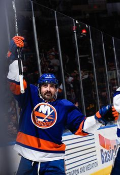 Cal Clutterbuck Photos - Philadelphia Flyers v New York Islanders - Zimbio