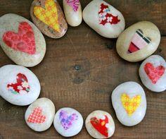 Love Rocks :: Valentine's Day Craft | Everyday Fun