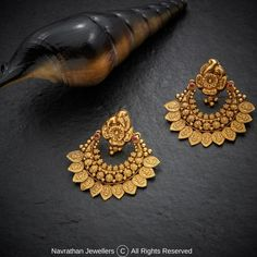 Navrathan - is one of the India's foremost, Gold & Diamond jewellery store located in Bangalore, India since We have an exquisite collection of wedding jewellery. Jewelry Design Earrings, Gold Earrings Designs, Necklace Designs, Gold Designs, Stud Earrings, Real Gold Jewelry, Gold Jewelry Simple, Simple Necklace, Pearl Jewelry