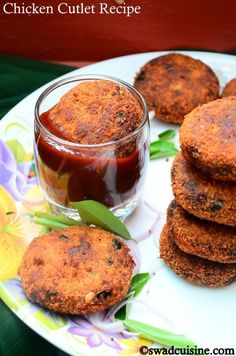 Chicken Cutlet- Kerala Style Simple and Easy Cutlet Chicken Cutlet Recipes, Chicken Snacks, Indian Chicken Recipes, Cutlets Recipes, Goan Recipes, Chicken Cutlets, Veg Recipes, Curry Recipes, Indian Food Recipes