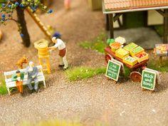 Bauernhof (Wiesbaden): In Wiesbaden gibt es regionale Wirtschaftskreisläufe. An der Rosa-Luxemburg-Straße liegt ein Bauernhof mit dem Wiesbadener Wochenmarkt. Hier gibt es »Milch & Honig« und am 22. September eine »1. Wahl Rotweinverkostung«. Die Produkte stammen aus dem Kommunengarten und dem Agrarprojekt an der ehemaligen NSA-Zentrale. Die Menschen kommen zum Einkauf mit dem Fahrrad oder mit dem öffentlichen Nahverkehr weil die Wege kurz sind.