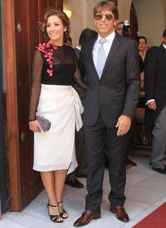 Virginia Troconis. Falda drapeada y un diseño midi con apliques florales