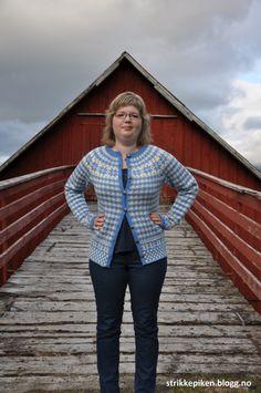 Strikkepiken – Min helt egen Fanatrøye/kofte med rundfelling Knit Patterns, Knitting, Sweaters, Style, Fashion, Knitting Patterns, Swag, Moda, Tricot