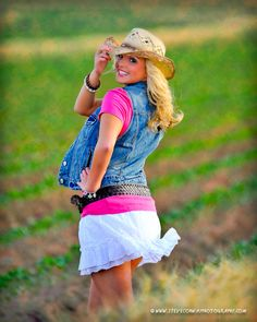 senior pictures ideas for girls | much speaks for it's self. This is another one of those great girls ...
