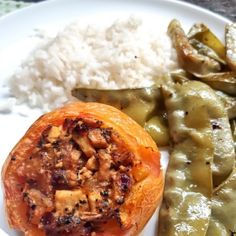 Tomate fancy recheado Chimichurri, Cheesesteak, Ethnic Recipes, Food, Sauteed Vegetables, Stuffed Tomatoes, Spices, Salads, Creamed Corn