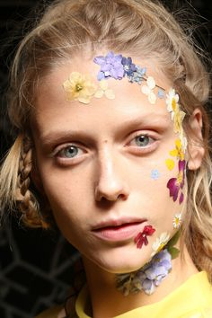 Preen LFW SS17 - forget flower crowns its all about a floral face