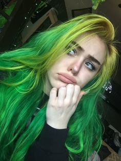This hair is inspired by nature! The most charming color of nature, green hair is at your fingertips! We really like the trend of green hair colors inspired by the. Green Hair Colors, Cool Hair Color, Neon Green Hair, Ombre Green, Hair Dye Colors, Blue Hair, Dark Hair, Pretty Hairstyles, Girl Hairstyles