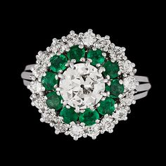 An old cut diamond, app. 1.70 ct, and emerald ring. 18k white gold. Qulity app. H/Inclusion. Antigue cut small.... - Vintage & Jewellery, St...