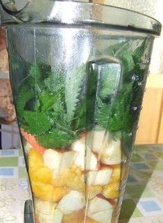 zöldturmix receptek Serving Table, Green Life, Healthy Drinks, Free Food, Cucumber, Smoothies, Detox, Juice, Vitamins