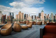 The Press Lounge (Rooftop) - The Press Lounge, 653 11th Ave, New York, NY 10036 -- Les cocktails coûtent $16 et le verre de vin entre $12 et $23 -- Quartier : Hell's Kitchen