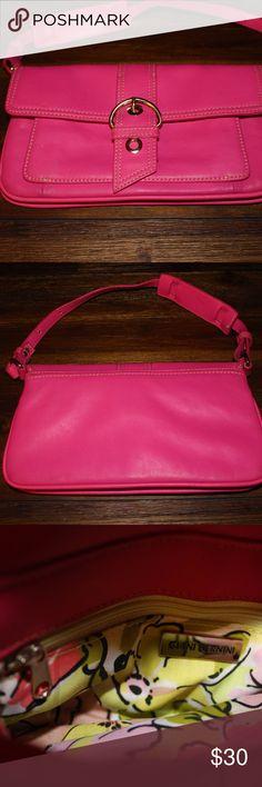 Giani Bernini pink purse Pink Giani Bernini purse, never used , great condition , Giani Bernini Bags Shoulder Bags