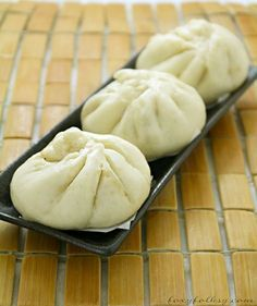 Try this easy recipe for Siopao - Asado (Steamed buns with chicken Asado filling). It also includes a video for the instructions. Easy Filipino Recipes, Filipino Dishes, Filipino Desserts, Filipino Food, Asian Recipes, Siopao Dough Recipe, Steamed Buns, Pinoy Food, Cooking Recipes