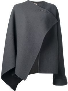 Source a similar jacket worn by Cate Blanchett when she arrived in LA recently, with these grey cardigan, jacket and coat shopping suggestions for women. Grey Fashion, Fashion Design, Fashion Trends, Mode Kimono, Capes & Ponchos, Cool Coats, Cape Coat, Grey Cardigan, Casual Chic Style