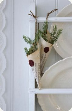 This would be neat as place settings as well / LILLA BLANKA Interior Design an - Innenarchitektur Schlafzimmer - Noel Noel Christmas, Simple Christmas, All Things Christmas, Winter Christmas, Vintage Christmas, Christmas Crafts, Christmas Decorations, Xmas, Christmas Ornaments