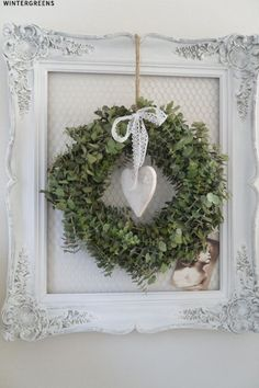 Could put different wreaths in for different seasons