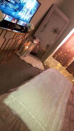 Small room bedroom - 73 cute girls bedroom ideas for small rooms 39 Cute Room Decor, Teen Room Decor, Room Ideas Bedroom, Small Room Bedroom, Bedroom Inspo, Best Tv For Bedroom, Master Bedroom, Cozy Teen Bedroom, Simple Room Decoration