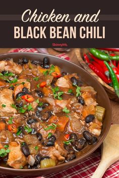 266 calories per 1 cup. This Chicken and Black Bean Chili recipe abounds with flavor, and uses low-fat and low-calorie ingredients that make it a healthy choice. Chili Recipe With Black Beans, Black Bean Recipes, Black Bean Chili, No Bean Chili, Clean Eating Dinner, Clean Eating Recipes, Healthy Dinner Recipes, Skinny Recipes, Healthy Menu