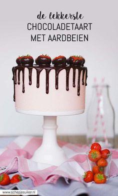Recept voor heerlijke chocoladetaart met frisse aardbeienvulling.  -www.schepjesuiker.nl