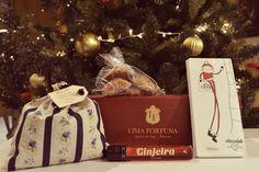 Tubo 'Conheço-te de Ginjeira' 50ml (€ 3,00) Talego Chitas c/ Infusão bio Tília (€ 3,50)         Tablete de Chocolate Temático Natal (€ 8,00)   Bolos de Amêndoa (€ 2,00)    Caixa Pequena (€ 1,95) [Total € 18,45]