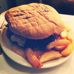Rare Cow Challenge Burger Eat in less than 20 minutes and it's FREE!