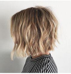 El estilo bob es uno es lo más populares, este año los cortes y peinados estilo bob se complementan con cerquillos o flequillos contundente...