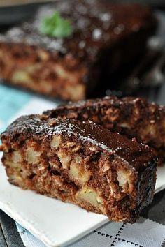 Straga.pl: Kakaowe ciasto orkiszowe z jabłkami