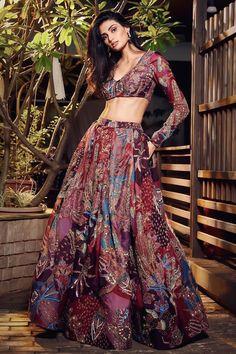 Dress Indian Style, Indian Fashion Dresses, Fashion Outfits, Women's Fashion, Indian Fashion Designers, Indian Designer Outfits, Indian Bridal Outfits, Bridal Dresses, Party Wear Lehenga