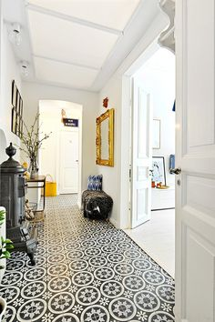 Hallway with nice floortiles