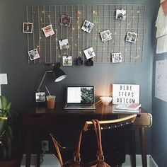 Office Envy: @katemharris's desk is A+! We wrote up our ten fave ways to decorate with grids (like Kate did) on our blog. Hit the link in our profile to see them all.