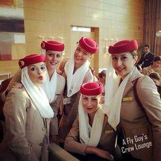Emirates cabin crew Emirates Flights, Emirates Airline, Stewardess Costume, Emirates Cabin Crew, Airline Cabin Crew, Traveling Teacher, Airline Uniforms, Travel Flights, Royal Clothing