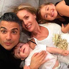 Jaime Camil y Heidi Balvanera protagonizan divertida foto familiar