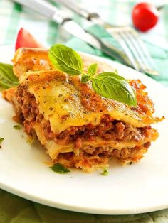 italian food recipes and procedures Italian Soup, Italian Dishes, Italian Recipes, Beef Lasagne, Lasagna Bolognese, Lasagna With Cottage Cheese, Pasta Types, Crepes, Italy Food