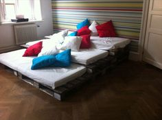 13 DIY Sofas Made from Pallet