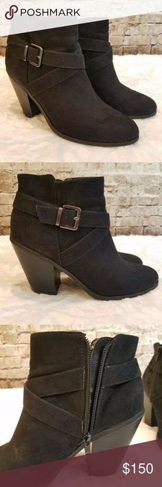 Banana Republic Manmade Black Booties Size 8 Worn a handful of times A couple blemishes here or there but nothing major or noticeable from eye level All manmade materials Banana Republic Shoes Ankle Boots & Booties