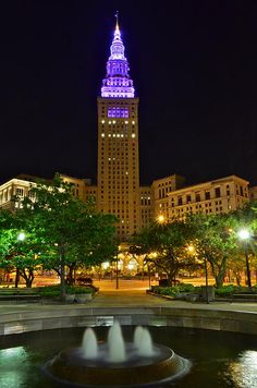 The Terminal Tower in Cleveland Shows Support for World Lupus Day!