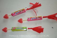 Valentine Cupid Arrows: Skewer a pack of gum with the wooden skewer. Stick a heart gummy on one end and on the other end, glue the streamer paper and cut into strips. Cute Valentine Ideas, Valentine Cupid, Valentines For Kids, Valentine Day Crafts, Holiday Crafts, Holiday Ideas, Valentine Stuff, Fun Crafts For Kids, Preschool Crafts