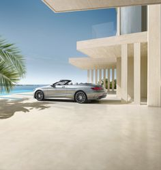 Elegance in glittering style: The Mercedes-Benz S-Class offers a distinctive, sensual and exclusive design.